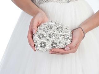 La borsa della sposa: meglio un modello elegante o… sbarazzino?