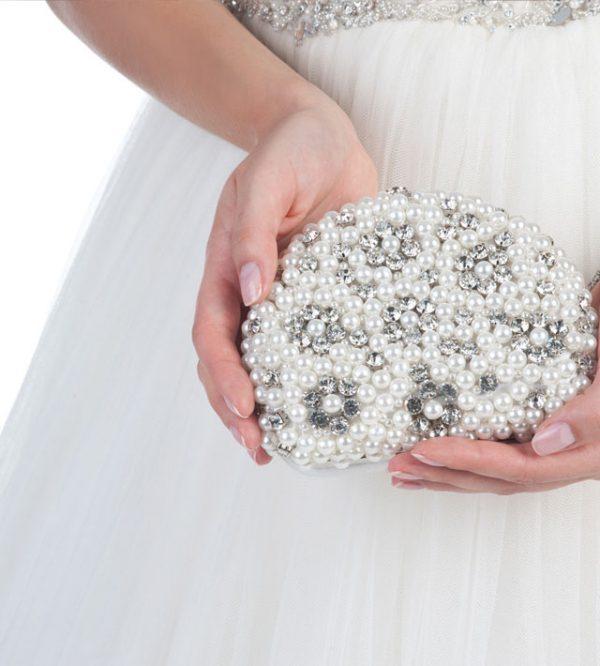 La borsa della sposa: meglio un modello elegante o... sbarazzino?