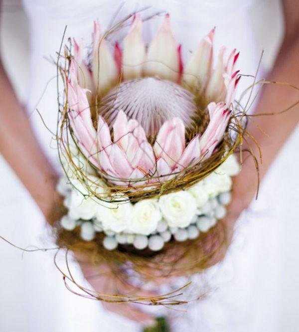 Come avere un bellissimo bouquet da sposa con un solo fiore? Ecco alcune idee...