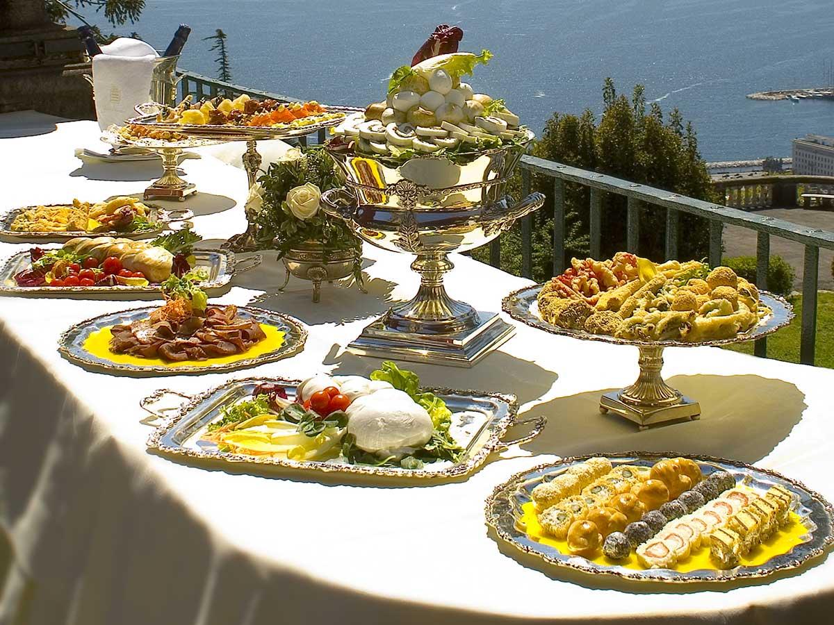 Un ricevimento per il giorno del matrimonio a buffet - Ristorante con tavoli all aperto roma ...