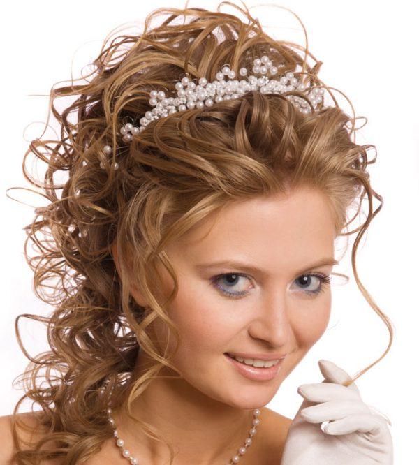 Acconciature sposa. Gli accessori per la sposa che vi faranno sentire una  vera principessa c9b8f6fc9763