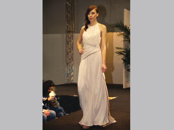 Societ della moda abiti da sposa look e abbigliamento for Casa di moda reggio emilia