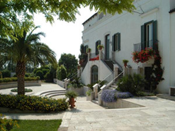 Villa Sant\'Elia