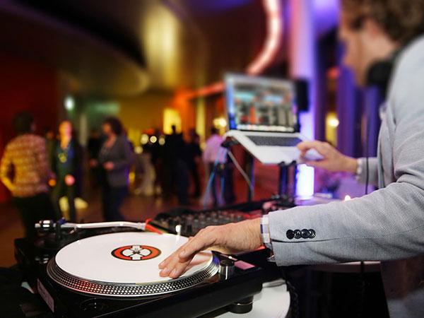 DJ e animatore