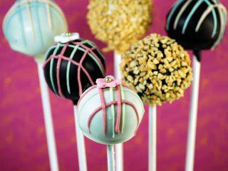 Cupcakes e Cakepops per un dolce di nozze colorato e davvero alternativo