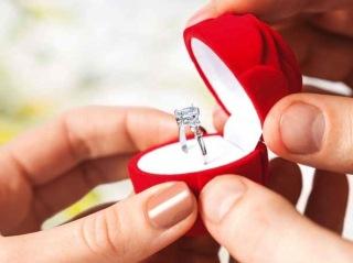 Il simbolo del vostro amore racchiuso in un anello di fidanzamento unico