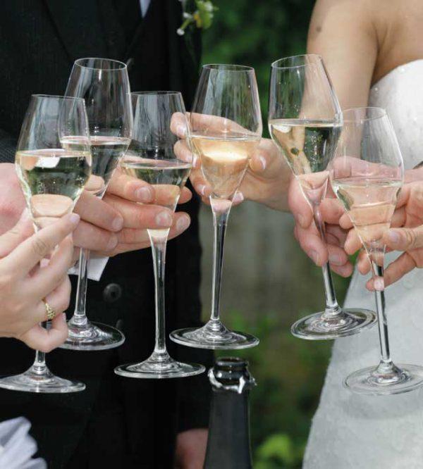 Un ricevimento per pochi intimi: celebrare il matrimonio solo coi parenti e gli amici più cari