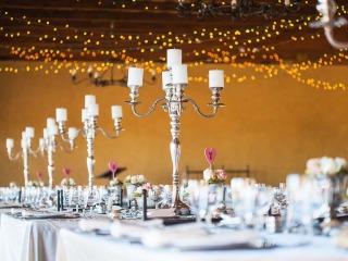 Romantica la location con mille candele per illuminare il vostro matrimonio