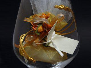 Eleganza e cortesia a tavola, il giorno del matrimonio, con un semplice segnaposto