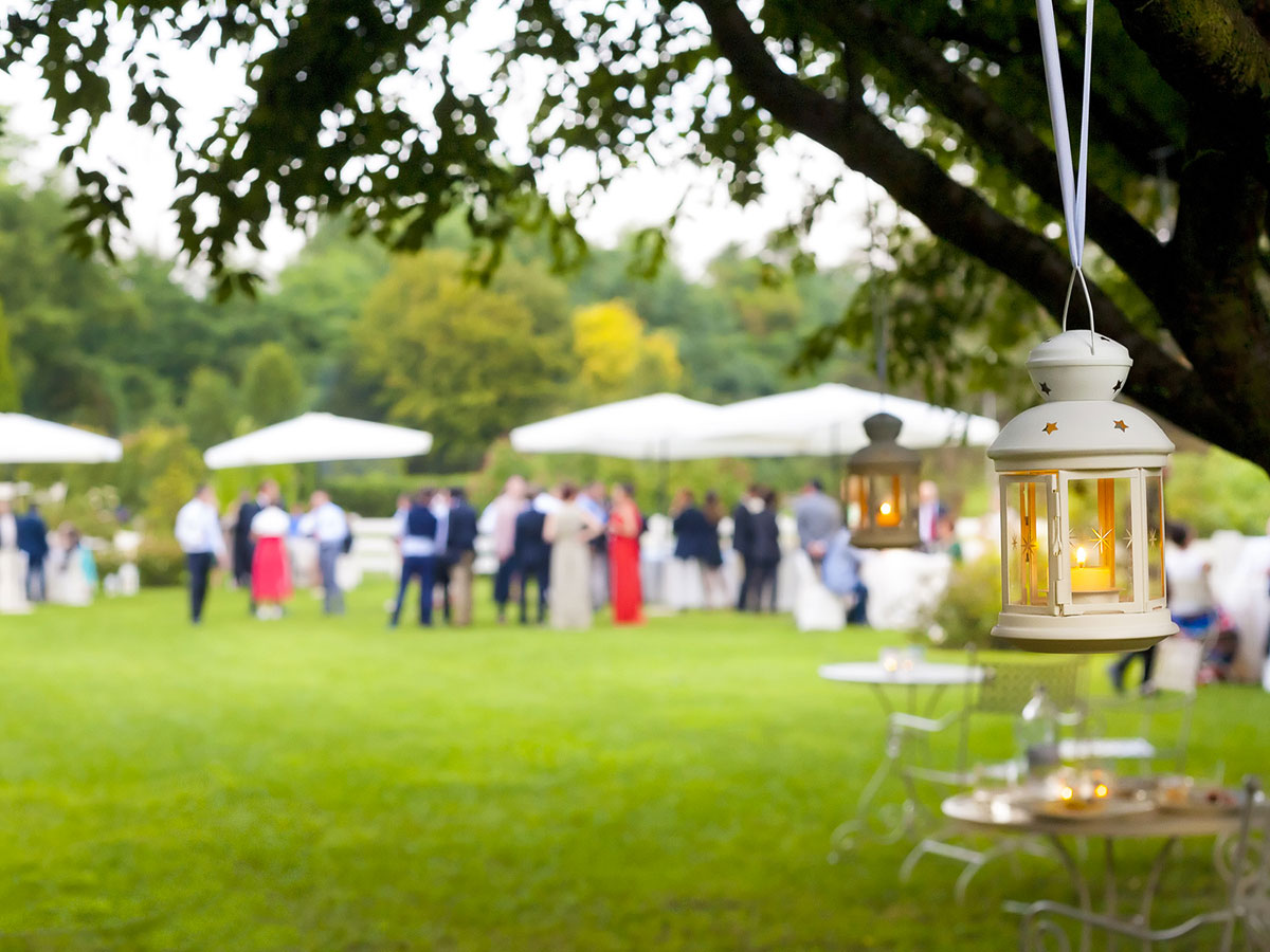 Matrimonio In Giardino : Un accogliente e bel banchetto di nozze… direttamente nel
