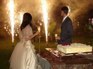Festa di nozze col botto e i magici riflessi che solo i fuochi d'artificio riescono a regalare