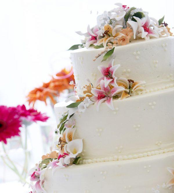 La torta nuziale: regina indiscussa della festa, ovviamente insieme alla nuova coppia di sposi