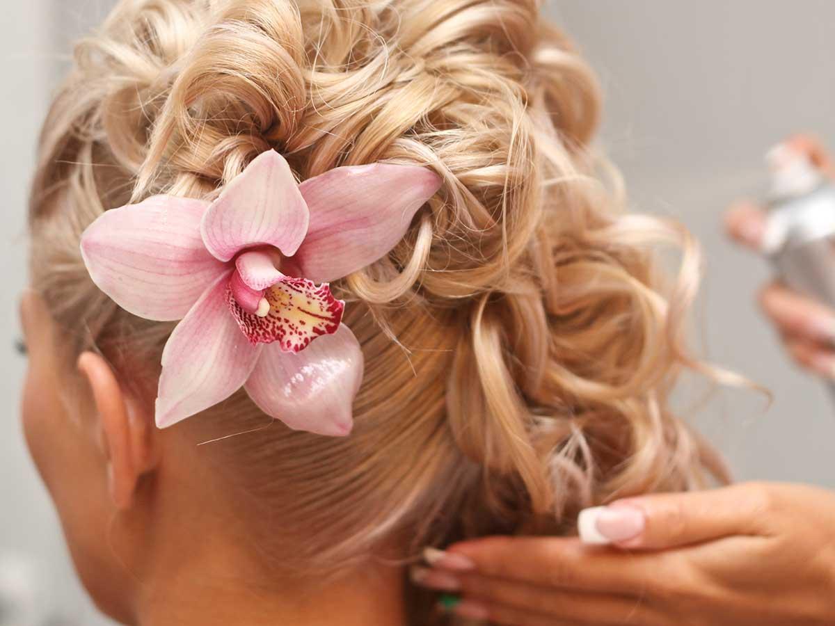 Cerchi un trucco e parrucco per le nozze? Bellissime nel giorno speciale grazie a spettacolari tendenze