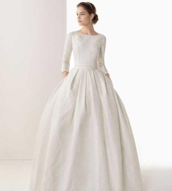 Il vostro abito da sposa  consigli utili per scegliere tra la manica corta  e quella 27138f3d44e