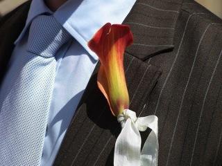 Fiori per lui: le boutonnieres, un tocco raffinato e chic per l'abito dello sposo
