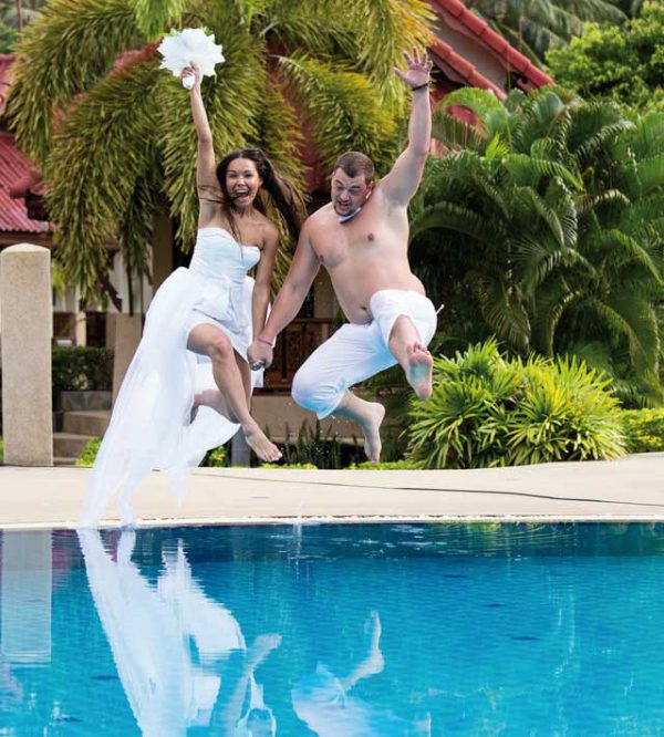 Un bagnato e zampillante ricevimento di matrimonio… in perfetto stile beach party