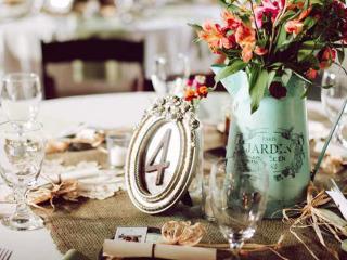 Un matrimonio romantico in stile shabby chic per un evento di tendenza con un tocco vintage