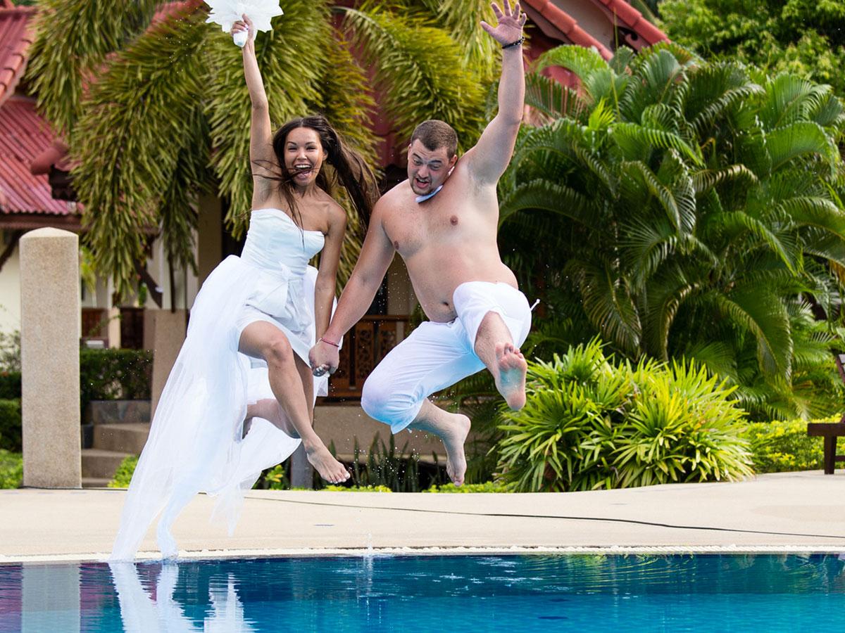 Un bagnato e zampillante ricevimento di matrimonio in for Idee party in piscina