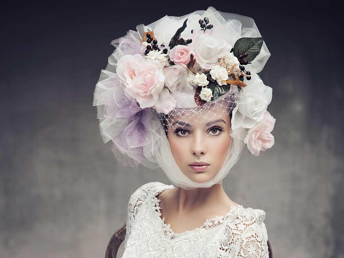 Incedere verso l altare con uno scenografico cappello da for Cappelli per matrimonio