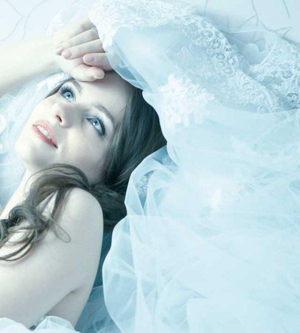 Abiti da sposa azzurri... un tocco di magia