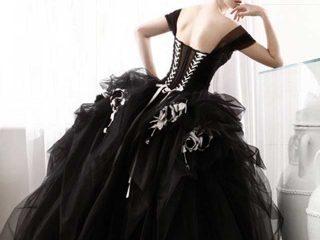 Torino e l\'insolita magia di un abito da sposa nero