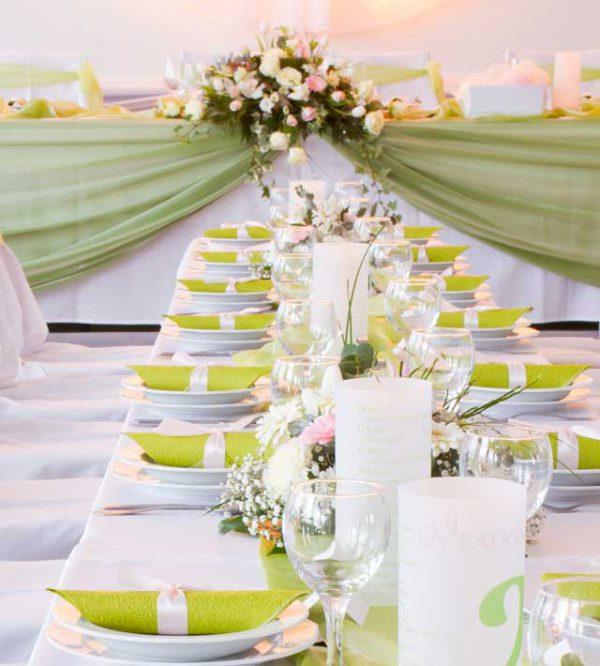 Estate: un ricevimento di un matrimonio all'insegna del colore e della leggerezza