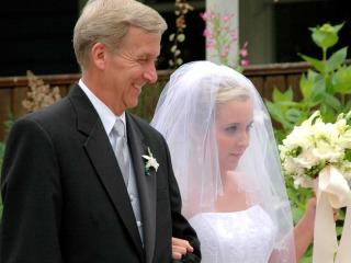 Quali sono gli accessori dell'abito da cerimonia per il papà della sposa?