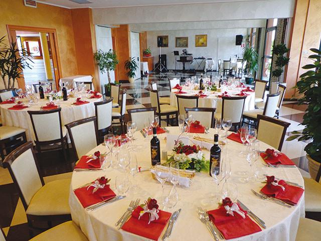Il ristorante Andrea propone nei giorni feriali menù nuziali al prezzo speciale di 45 Euro