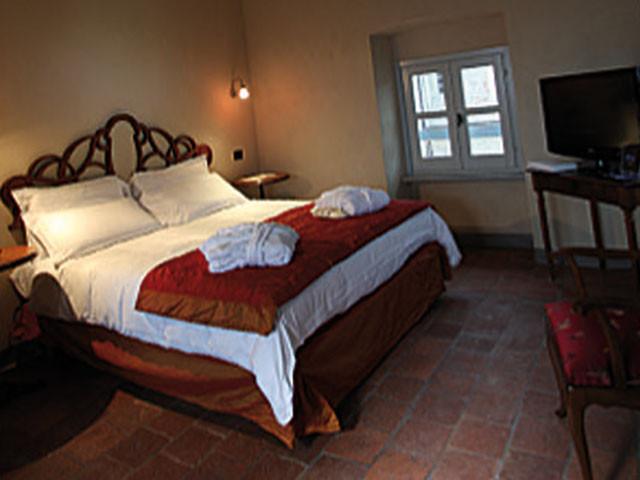 Romantica suite in omaggio per gli sposi presso il ristorante Antico Borgo Monchiero
