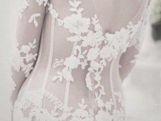 Cos\'è una trasparenza effetto tattoo? Si chiama tendenza tattoo dress... anche per l'abito da sposa