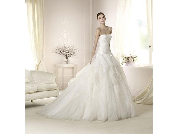 Pacchetto Total Look su alcuni abiti da sposa della collezione da Atelier Glamour Sposi