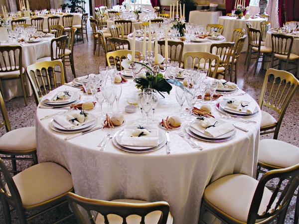 I due sposi saranno ospiti nel giorno delle nozze prenotando da Banqueting & Banqueting