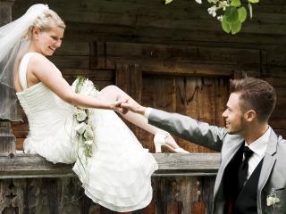 I novelli sposi e le due torri: scatti memorabili con il fotografo sui tetti di Bologna