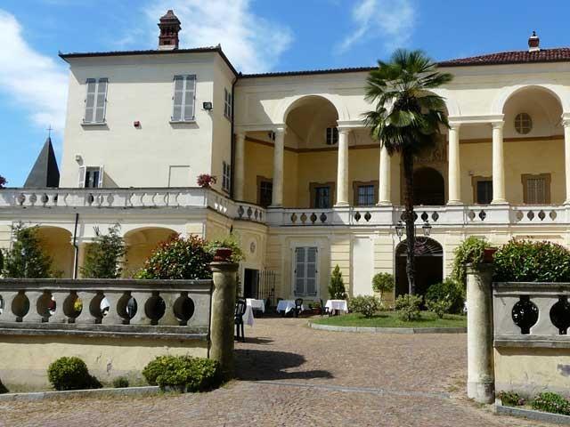 Prova del menù, centrotavola e camera in omaggio agli sposi che prenotano al Castello Conti di Viale