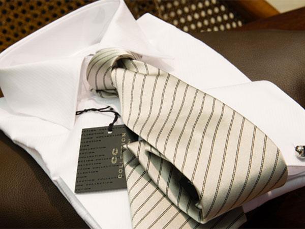 Un\'elegante cravatta in omaggio a chi effettua un acquisto nella Boutique Ettore Confezioni