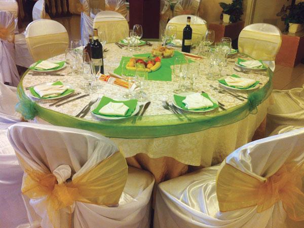 In omaggio dj o buffet di frutta o di dolci per gli sposi che confermano il banchetto da La Sorgente