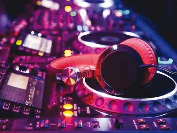 Dj-set a un prezzo unico per gli sposi che prenotano l'intrattenimento musicale presso Music Life