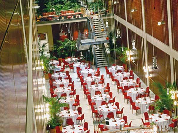 Prova menù, suite e cena primo anniversario in omaggio prenotando il ristorante NH Lingotto Tech