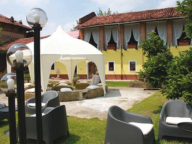 In omaggio studio, realizzazione progetto e allestimento a scelta per gli sposi che scelgono Villa Bernese
