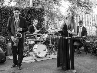 Daniele Pavignano Wedding Songs offre in omaggio dj set e luci a chi sceglie la Piper Pop Band