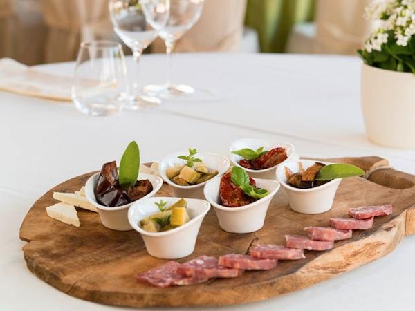 Menù nuziali feriali a 60 Euro agli sposi che prenotano il ristorante Locanda delle Antiche Sere