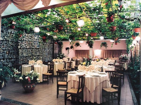 Al prezzo speciale di 36 Euro menù nuziali feriali e fuori stagione presso il ristorante Centro
