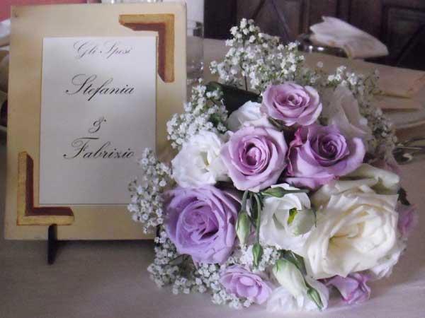 Confettata omaggio e bouquet per gli sposi che scelgono il Pacchetto Wedding Planner da Chiara Fiori