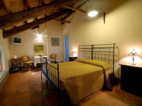 Una camera deluxe per la prima notte in omaggio per chi prenota il banchetto all'Agriturismo La Longa