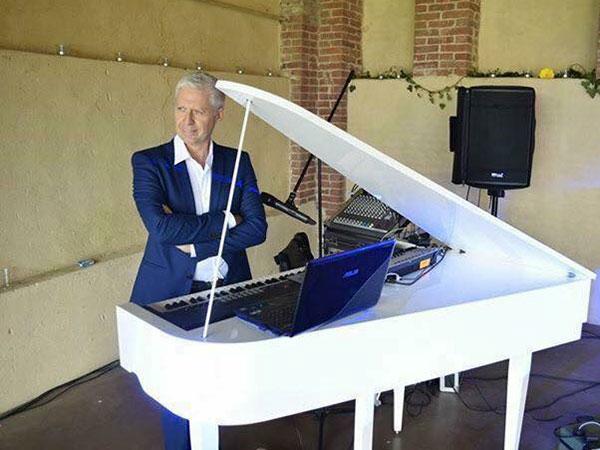 Eventi Musica in offre in omaggio il pianoforte mezza coda a chi si sposa in settimana