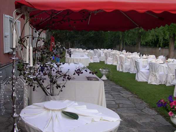Ricevimenti nei giorni feriali o fuori stagione a un prezzo conveniente al ristorante Hasta Hotel