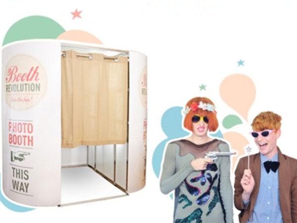 Le cabine foto di Booth Revolution sono ottime per nozze divertenti. Omaggio un'ora di noleggio