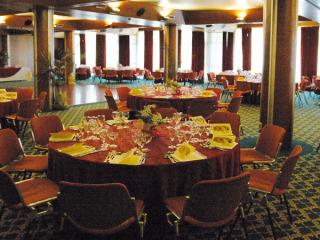 Bimbi gratis fino a 3 anni e menù da 25 euro per le nozze presso Il Rubino dell'Hotel Atlantic
