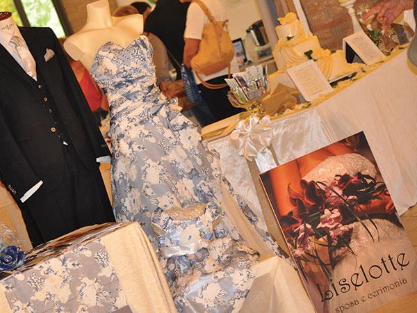 Acquistando l'abito da sposa presso l'Atelier Liselotte, stola e sottogonna sono in omaggio