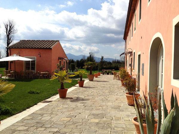 La location Casal Sant'Elena attua uno sconto del 5% sull'affitto per i matrimoni infrasettimanali